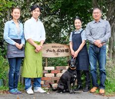 ナルセ養蜂場は北海道十勝にある家族4人の小さなはちみつ屋です